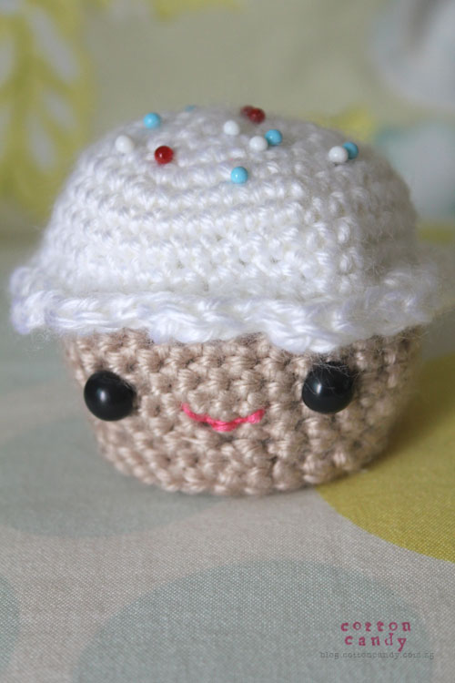 crochet cupcake pin cushion